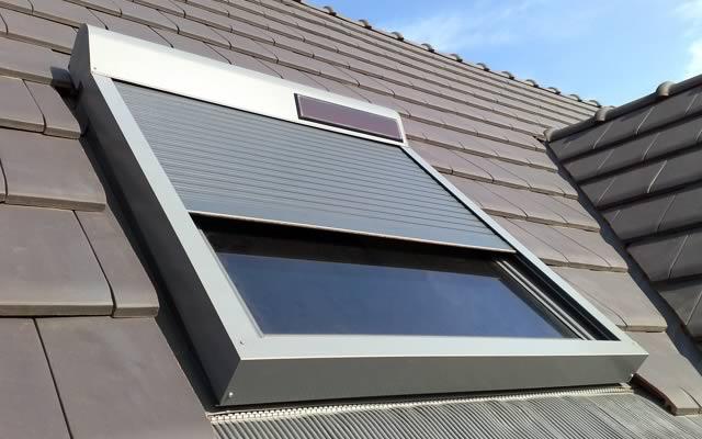 Volet fenêtre de toit solaire